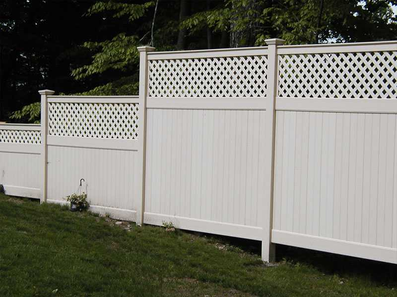 QZP-05(1830x2440MM)-PVC Privacy Fence With Lattice